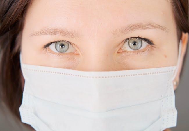 Bruk av munnbind kan gi tørre øyne