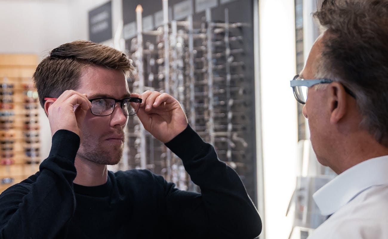 Alliance Optikk Alf Opheim tar vare på øyehelsen til Erlend Bjøntegaard